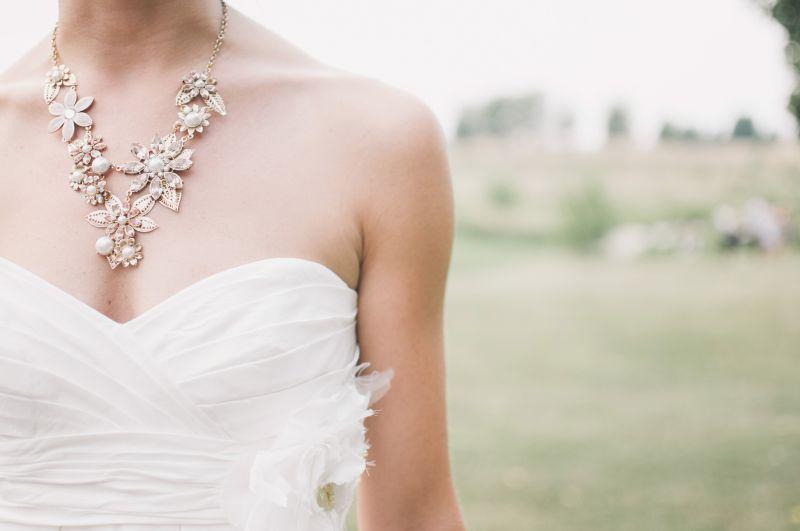 שמלת כלה עם תכשיט בחיתוך לייזר