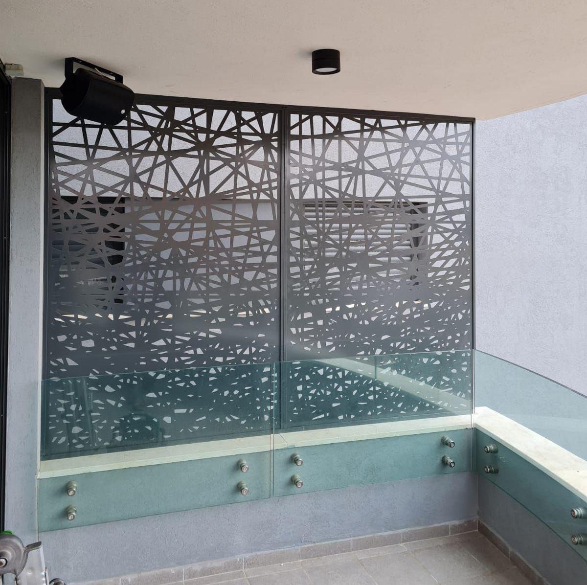 משרביה למרפסת ממתכת